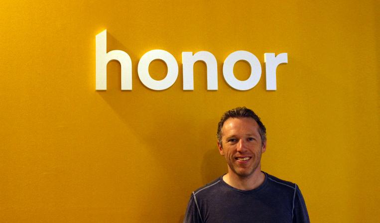 高齢者とホームヘルパーを繋ぐプラットフォーム「Honor」